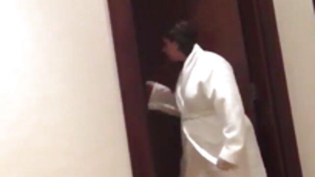 ساشا ناکس خروس سخت را دانلود فیلم سکسی خارجی بدون فیلتر می مکد