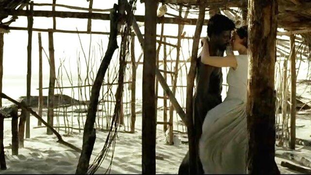 جوان آرونا آگوری به ویژه بی فیلم سوپر توپ ایرانی رحمانه است