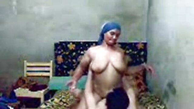 جنی فیلم سوپر سکسی زوری زیبا و بلوند برهنه در خیابان