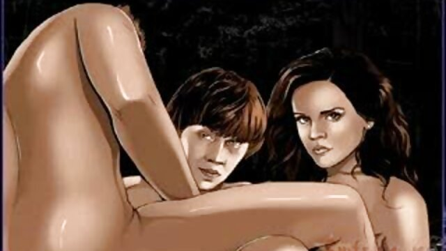Sensual فلم های سوپر سکسی MILF جولیا آن ناخن های پا را نقاشی می کند و پاهای سکسی را نشان می دهد