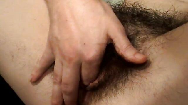 سپس لبهایم را برنامه فیلم سوپر سکسی کرم می کنم