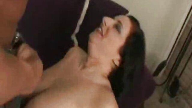 رابطه جنسی لزبین در صحنه نمایش عمومی فیلمسوپرفارسی