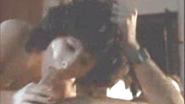 کوکو صورتی آن را با بوی تعفن فیلمهای سکس بدون فیلتر می برد
